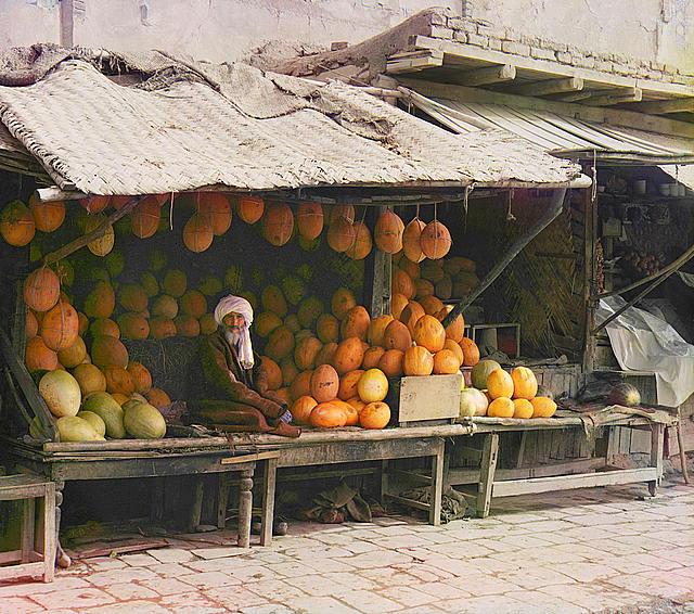 14-Fruit-seller