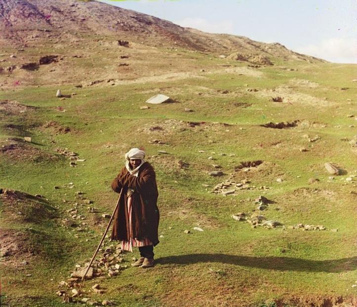 15-Shepherd-posed-near-a-hillside-Samarkand-between-1905-and-1915