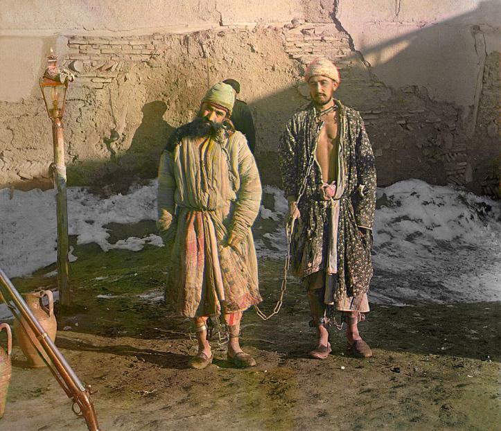 2-prisoners-in-shackles