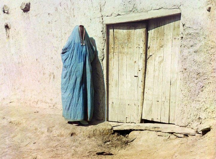 "8-Sart-woman-in-purdah-in-Samarkand-Uzbekistan-ca.-1910.-Until-the-Russian-revolution-of-1917-""Sart""-was-the-name-for-Uzbeks-living-in-Kazakhstan"