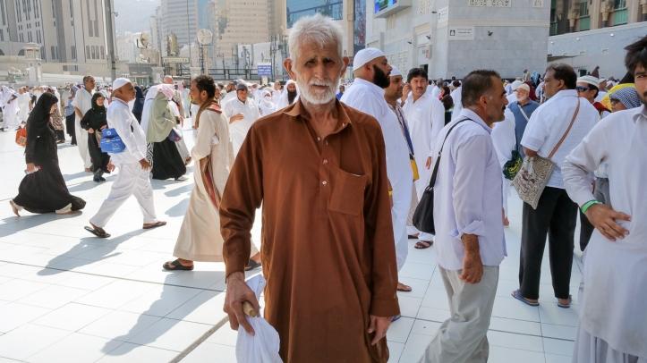 Gholam Muhammad, umurnya sekitar 60an. Anaknya yang bekerja sebagai insinyur di Arab Saudi yang membiayai perjalanan Haji Gholam.