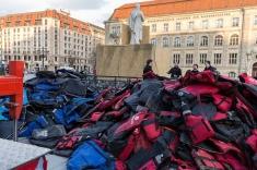 ai-weiwei-lifejackets-installation-refugees-berlin-konzerthaus-berlin-designboom-04